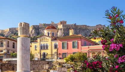 Fototapete - Old houses in Athens, famous Acropolis in distance, Greece. Beautiful scenic view of Plaka district in Athens city center