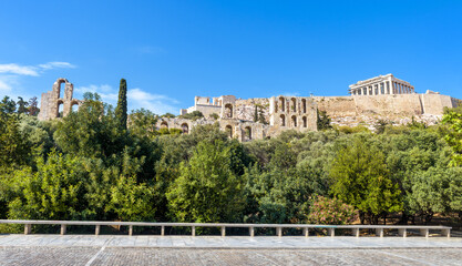Fototapete - Acropolis with old Parthenon temple, Athens, Greece. This place is top landmark of Athens. Panoramic view of famous Acropolis hill