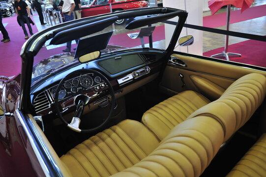 interieur of a Citroen DS Cabriolet