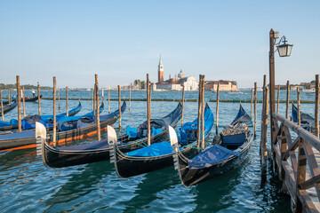Fotorolgordijn Gondolas Gondolas at the pier in Venice, Italy