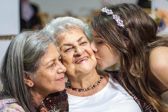 beso a la abuela