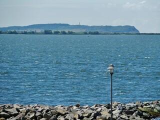 Blick auf die Insel Hiddensee am Horizont