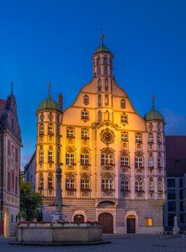 Rathaus in Memmingen am Abend, Bayern, Deutschland