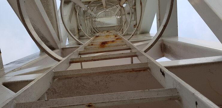 fixed steel back scratcher ladders