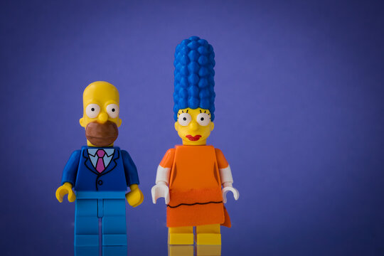Lippstadt - Deutschland 19. Juli 2020 Lego Figur Marge und Homer Simpson