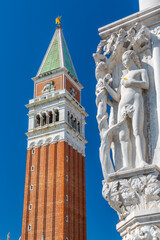 Foto op Canvas Historisch geb. View of the Campanile and sculpture on Doge's Palace in St. Mark's Square, Venice