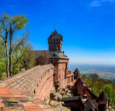 View from the wall of the Haut-Koenigsbourg castle ( Château du Haut-Kœnigsbourg ) over the Alsatian panorama and vineyards up to the Black Forest