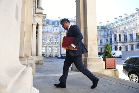 First post-lockdown cabinet meeting in London