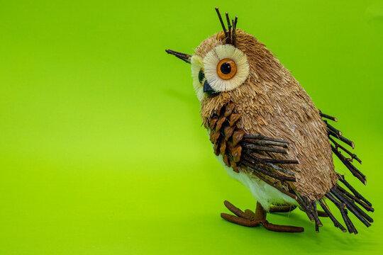 Coruja miniatura enfeite para casa escritório símbolo de sabedoria expertise olhos grandes owl penas passaro ave decorativa