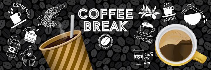 Bannière ou affiche autour du thème du café avec des éléments en couleur et au trait blanc sur un fond de tableau noir.
