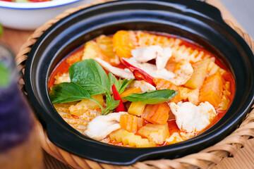 Vietnam thailand Asien Essen im Restaurant mit Fleisch Gemüse und Reis frisch zubereitet