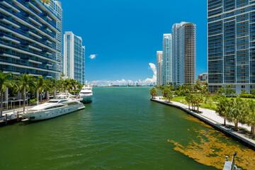 Papiers peints Chicago Downtown Miami River Cityscape