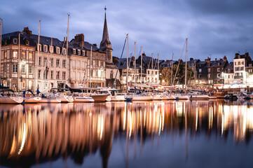 Vieux Port de la ville de Honfleur en Normandie Fotomurales
