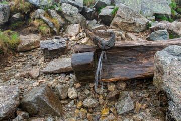 Fototapeta czysta górska woda znaleziona podczas pieszej wędrówki