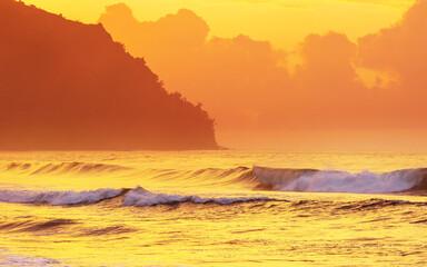 Wall Mural - Hawaiian beach at sunrise