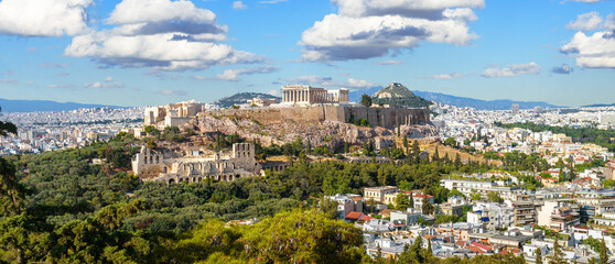 Fototapete - Landscape of Athens, Greece. Panoramic scenic view of Acropolis hill with Ancient Greek ruins in Athens city center