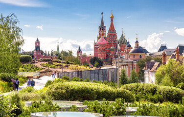 Fototapete - Landscaped design in modern Zaryadye Park near Moscow Kremlin, Russia. This place is tourist attraction of Moscow.