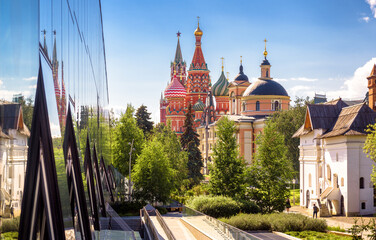 Fototapete - Urban landscape of Moscow, Russia. Modern building and old churches in Moscow city center, St Basil`s cathedral and Moscow Kremlin in distance