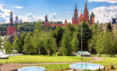 Fototapete - Moscow Kremlin and St Basil`s cathedral behind Zaryadye Park, Moscow, Russia. Urban landscape, beautiful scenic view of Moscow city center