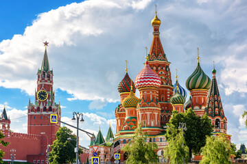 Fototapete - Moscow Kremlin and St Basil`s cathedral on Red Square, Russia.