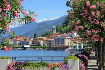 Bellagio sul lago di como, italia, bellagio village on lake of como italy  Fototapete