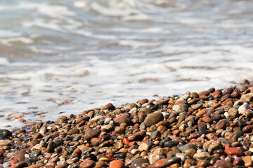 Kamienie na nadmorskiej plaży.