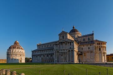 Der Dom Santa Maria Assunta mit der Taufkirche in Pisa in der Toskana, Italien
