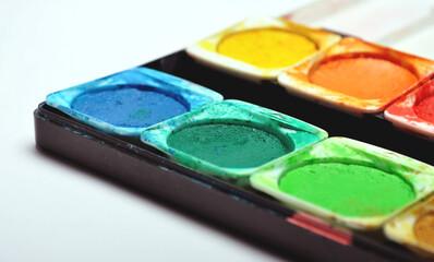 Detailaufnahme eines benutzten Deckfarbkasten