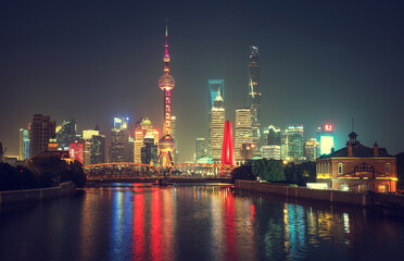 Fototapete - Shanghai skyline and Waibaidu bridge, China