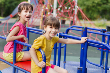 Photo sur Plexiglas Doux monstres two little girls laughting on a playground