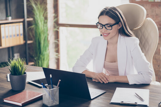 Photo of attractive business lady look screen notebook table remote work staff study trainer coach good mood talking interview listen vacancy participant home office social distance indoors