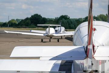 Flugzeuge mit Flugverbot auf dem Flugplatz
