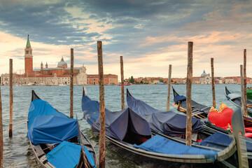 Fotorolgordijn Gondolas Venezia. Gondole nel Bacino di San Marco xon la basilica di San Giorgio Maggiore