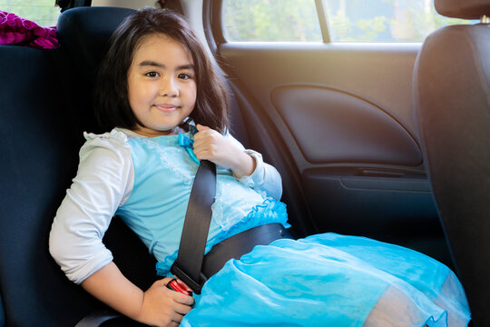 Asian girls are wearing safety belts