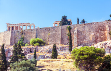Fototapete - Acropolis with Parthenon behind old fortress walls, Athens, Greece