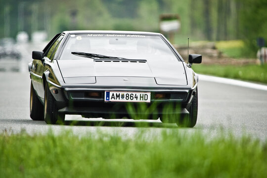 vintage lotus esprit, classic british sportscar