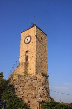 la tour de l'horloge à Tourrettes