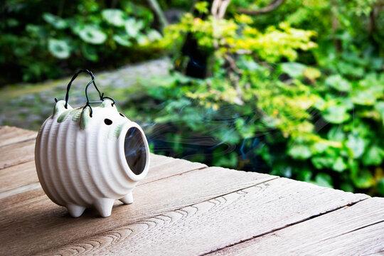日本の夏の風物詩 蚊取り線香の煙を吐く蚊遣り豚
