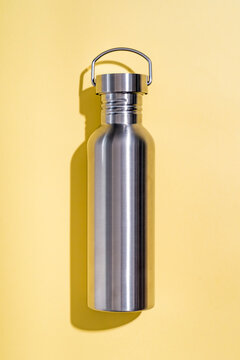 Steel water bottle to limit the use of plastic bottles
