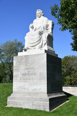 Neuer Standort seit 2020 des Beethovendenkmal Ludwig van Beethoven in Nürnberg Stadtteil St. Johannis am Westtorgraben. Es besteht aus Unterberger Marmor und steht auf einem Sockel