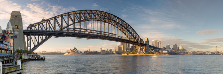 Photo sur Plexiglas Ville sur l eau Sunrise over Sydney Harbor Bridge from North Sydney