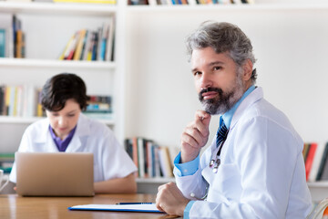 Wissenschaftler bei der Forschung nach neuen Medikamenten