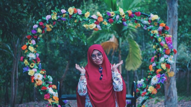 A Woman Who Let Go Of All Agitation And Enjoyed A While In A Beautiful Garden