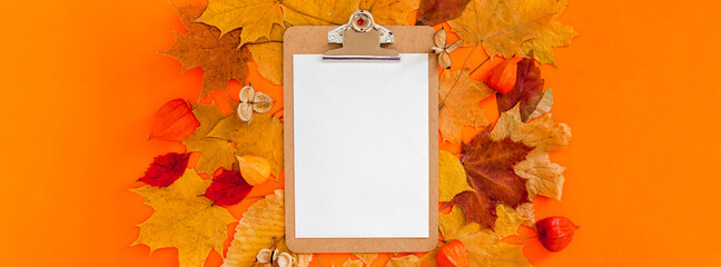 Autumn clipboard mockup with fall leaves