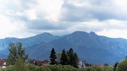 piękny widok na polskie góry i polany górskie