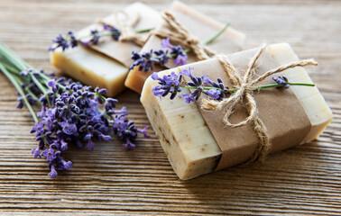 Obraz Bars of handmade soap with lavender - fototapety do salonu