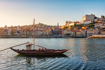 Fototapete - The city of Porto in the daytime, Portugal