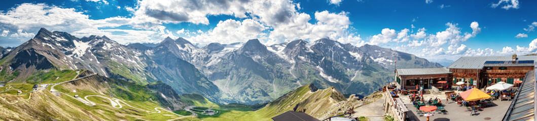 Blick von der Edelweißspitze an der Großglockner-Hochalpenstraße auf die Hohen Tauern, Österreich