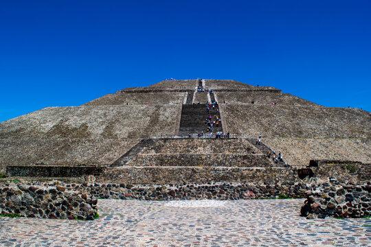 Aztec Pyramid El Sol