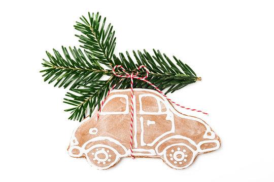 Lebkuchen Auto mit Tannenzweig auf dem Dach für Weihnachten